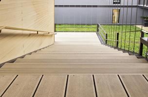 escalier moderne en bois